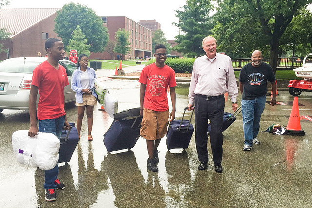 President James Ramsey helps student move in to residence on Halls on Aug. 20.